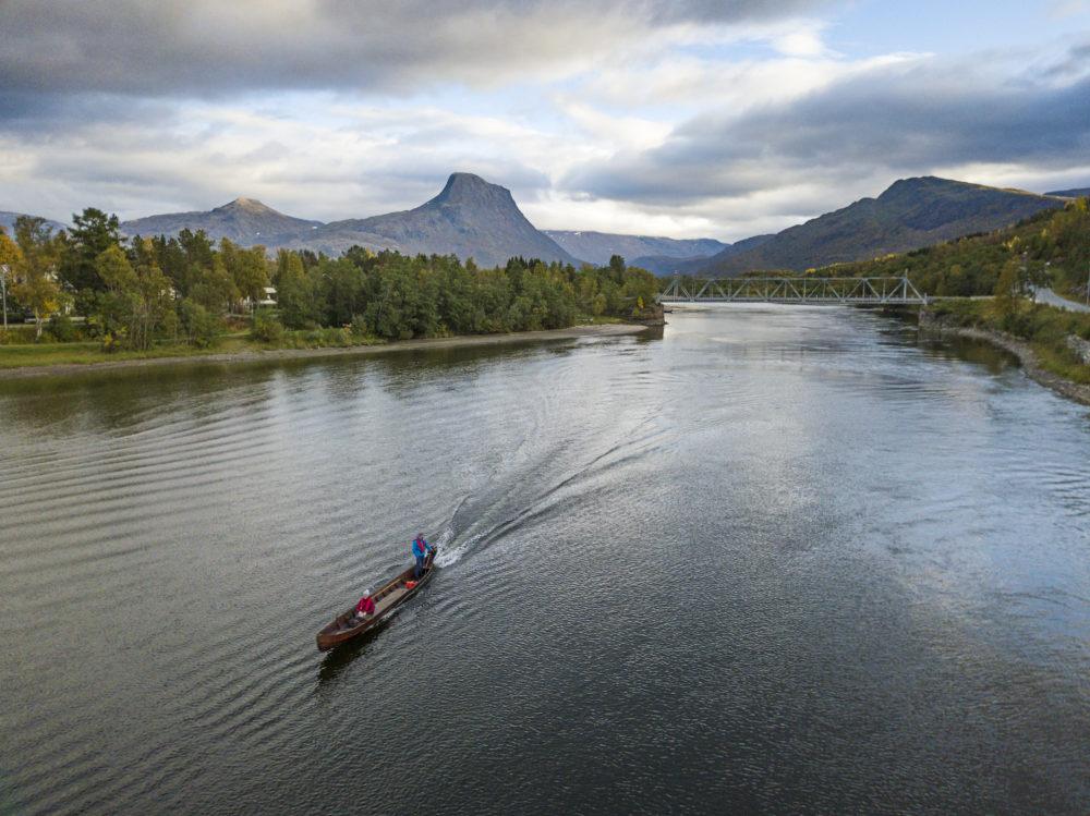 elv båt fjell