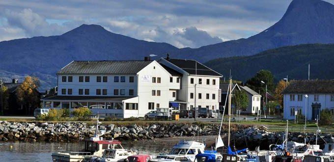 https://reisanasjonalpark.no/wp-content/uploads/reisafjord-hotel-sorkjosen-1-680x330.jpg